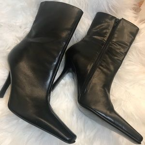 ALDO BLACK LEATHER ANKLE BOOTS!